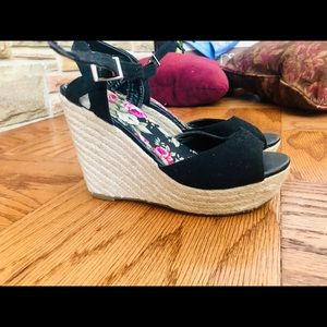 N/A Shoes - Black wedges - size 7